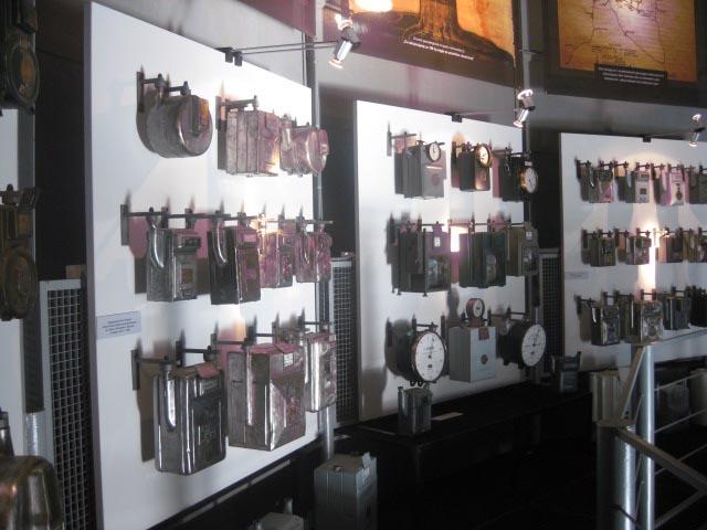 Коллекция газовых счетчиков. Музей газовой промышленности в старом газовом заводе г. Пачкова